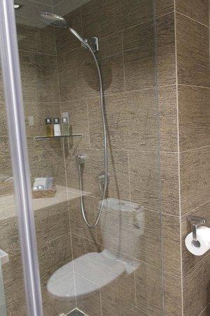Butterfly on Prat: Bathroom