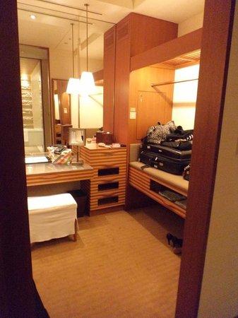 The Peninsula Tokyo: Walk-in closet.
