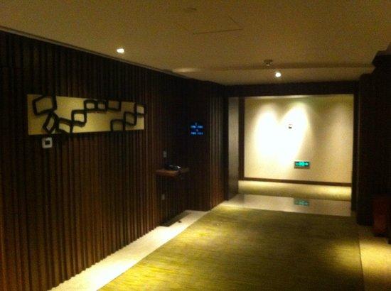 Crowne Plaza Guangzhou City Centre: lift lobby