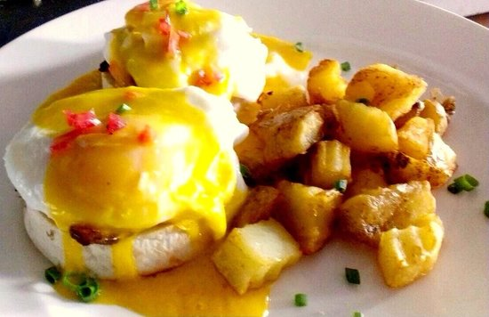 Art Cafe (ThaPhae Gate) : Eggs Benedict