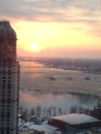Hilton Niagara Falls/Fallsview Hotel & Suites : View from room window