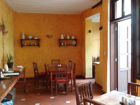 Hotel Casa del Aguila: Breakfast room