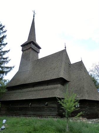 "Muzeul National al Satului ""Dimitrie Gusti"": マラムレシュの木造教会"