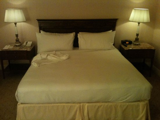 The Westgate Hotel: Bed