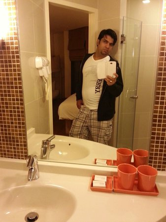 ibis Hua Hin: Nice bath room. ikram baig