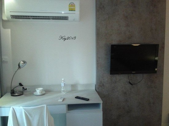 The Present Sathorn Serviced Apartment : tv