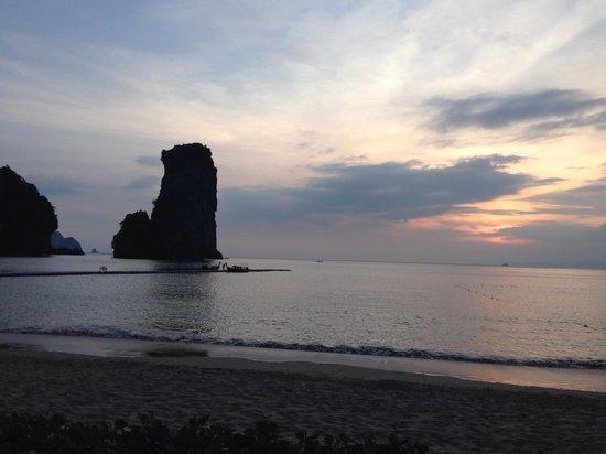 Centara Grand Beach Resort & Villas Krabi: Sunset from the beach beds