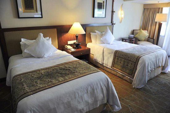 The Laguna, a Luxury Collection Resort & Spa: A twin bedroom