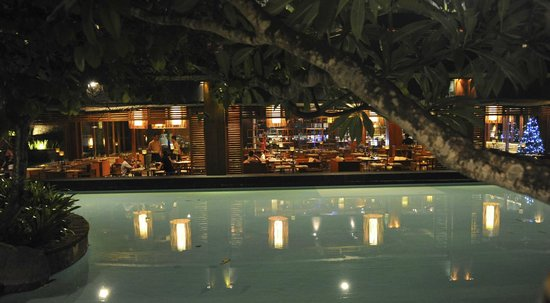 The Laguna, a Luxury Collection Resort & Spa: Restaurant at night