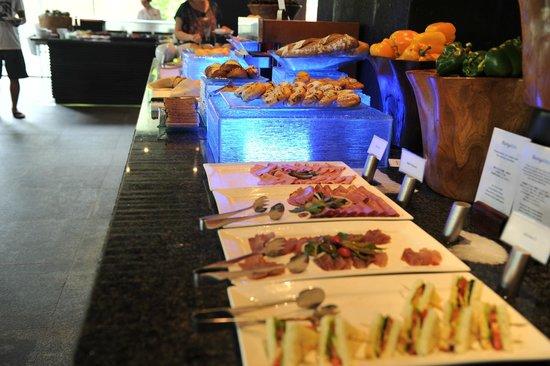 The Laguna, a Luxury Collection Resort & Spa: Breakfast spread