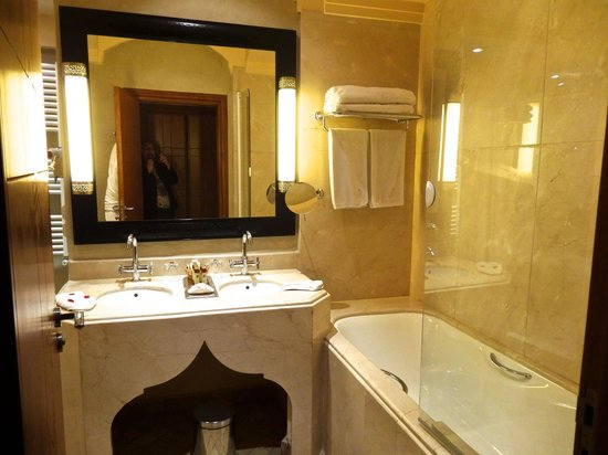 La Maison Arabe: Bathroom