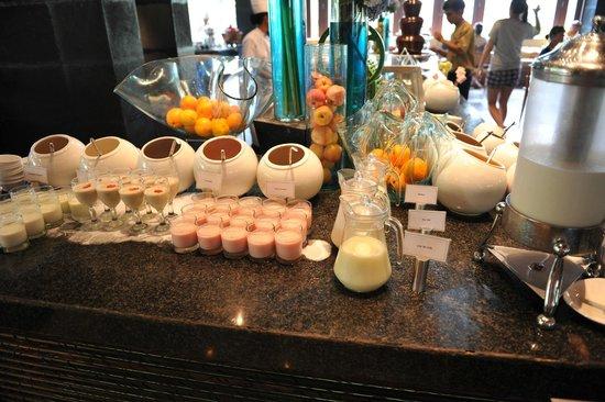 The Laguna, a Luxury Collection Resort & Spa: Breakfast