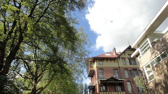 Stayokay Hostel Amsterdam Vondelpark: Fachada do albergue