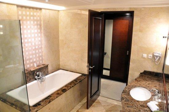 Asmila Boutique Hotel: Bathroom