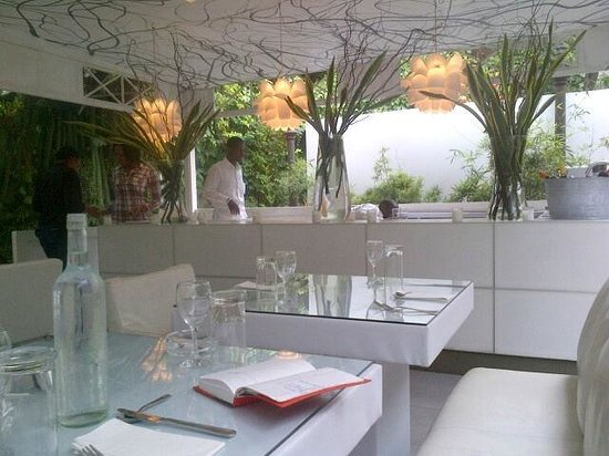 Papaye Restaurant : Outdoor dining room