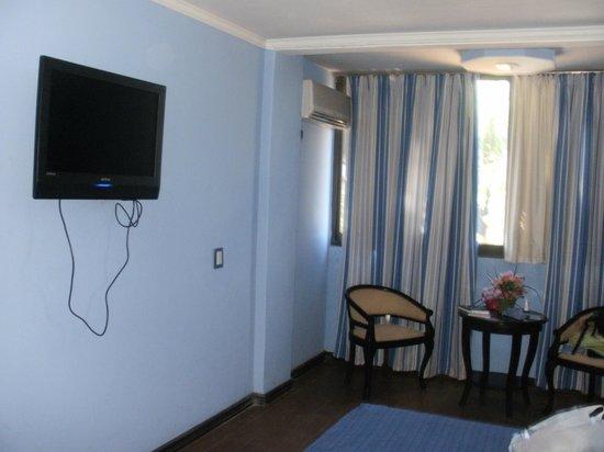 Latino Hotel: la habitacion tenia lcd y frigobar