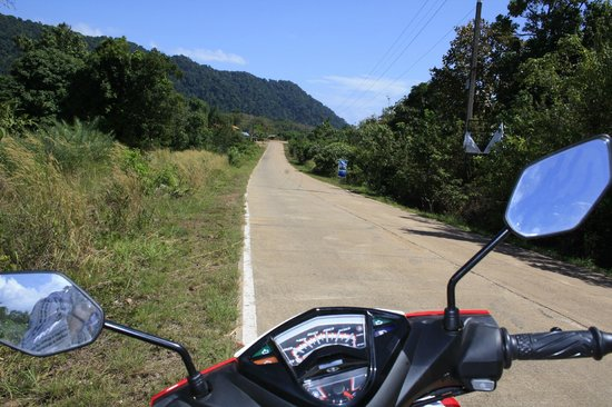 Lanta Old Town: long roads, great for motorbikes