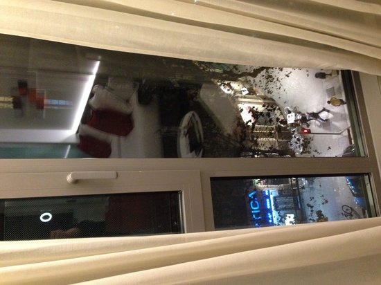 Hotel Olivia Balmes: Вид из окна