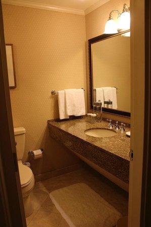 The Langham, Boston: View from bathroom door