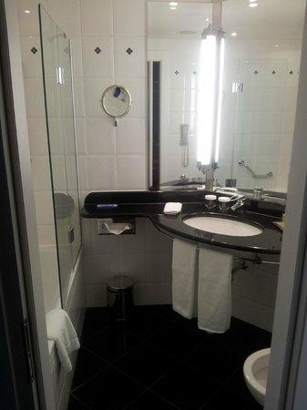 Hilton Berlin : bathroom
