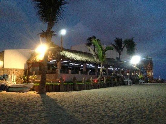 La Costa Marinera: vista del restaurant desde la playa