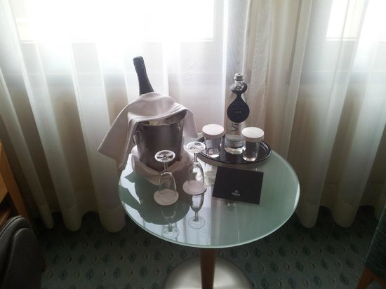 Hilton Dresden Hotel : surprise birthday gift from hotel