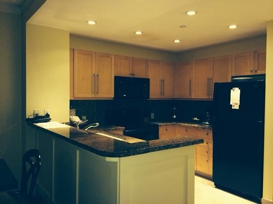 The Westin Kaanapali Ocean Resort Villas: nice kitchen