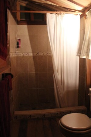 Moonracer Farm Lodging & Tours : Bathroom