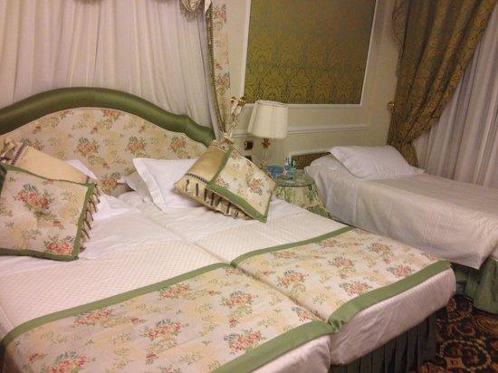 """Grand Hotel Majestic """"Già Baglioni"""" : Tripe deluxe room."""