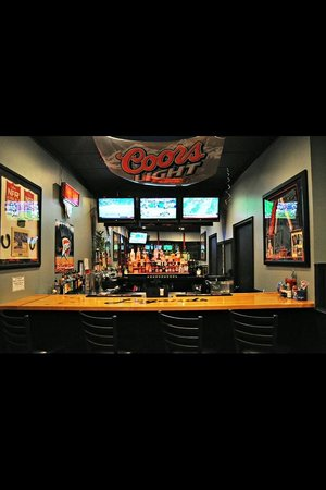 Legends Food and Sport: Full Service Bar