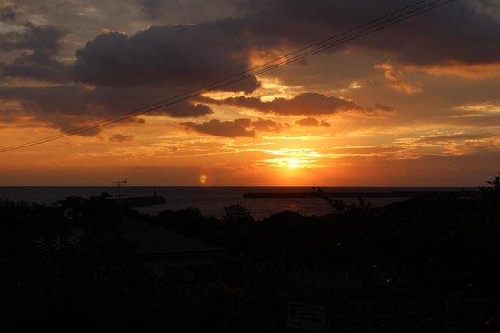 Yakushima Guesthouse Manmaru: Awesome sunrise!