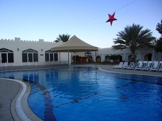 Falaj Daris Hotel: Rear pool area