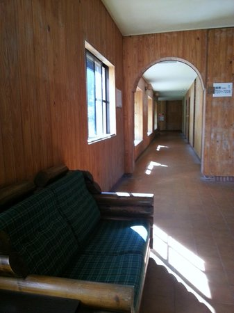 Xitou Leader Hotel: Main corridor of hotel and there is no lift to the upper floor. Good luck if you have heavy lugg