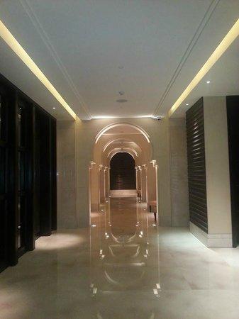 Anantara Eastern Mangroves Hotel & Spa: Awesome Corridors