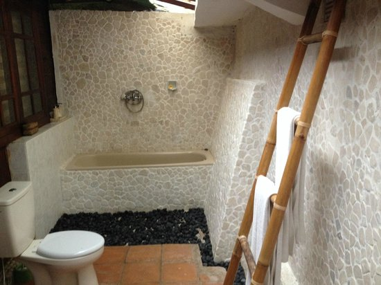 Graha Moding Villas: Villa Bathroom