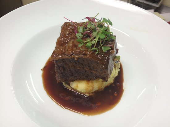 Lord Gore Restaurant at Manor Vail : Beef Short Rib with Heirloom Carrots, Truffle Mash.