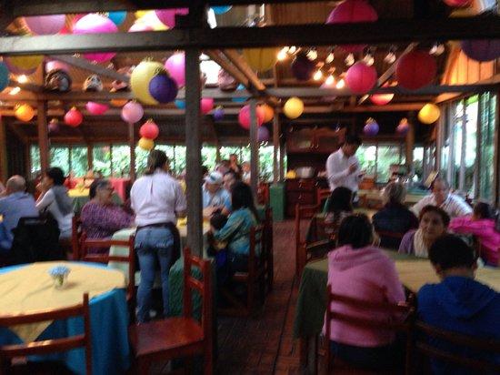Chubascos: Indoor dining area