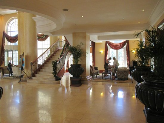 Southern Sun The Cullinan: The beautiful and inviting hotel lobby