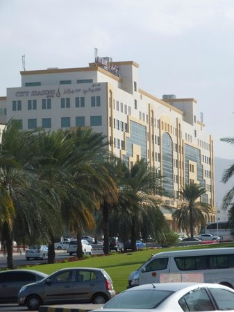 City Seasons Hotel Muscat: City seasons facade