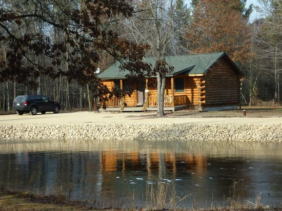 Little Pond Lodge: Pond and cabin