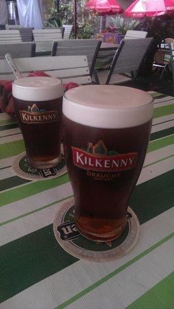 Irish Shamrock Bar & Restaurant: Kilkenny on draught. Pretty nice.