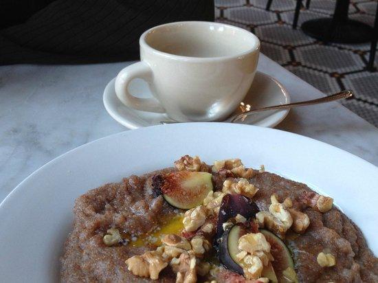 Wythe Hotel: Breakfast at Reynard @ Wythe - Teff with figs honey & walnuts