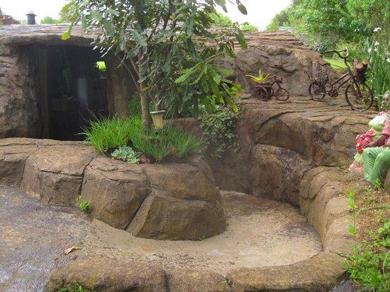 Inkunzi Cave & Zulu Hut: Front door of the Diddley Squat