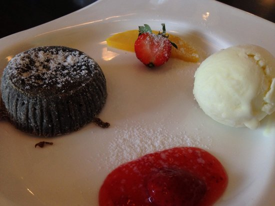 Citrus Wine & Dine: Citrus Wine and Dine's famous warm chocolate cake.