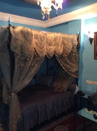 Moroccan House Hotel Casablanca: beds for a laugh