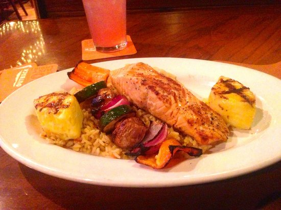 Outback Steakhouse: Grilled salmon
