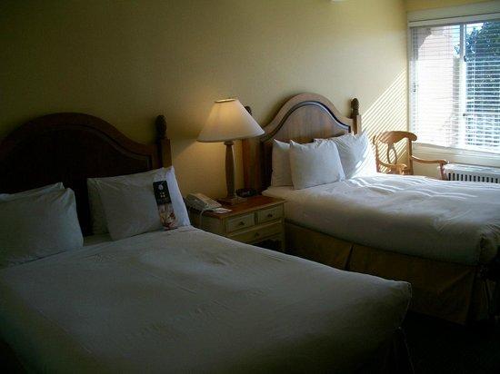 Lodge of  Four Seasons: Lodge of the Four Seasons, Season's Bay Hotel Room