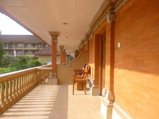 Dewi Sri Hotel: Balcony