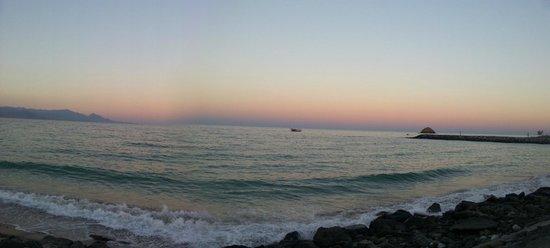 Radisson Blu Resort Fujairah: Private beach at sunset