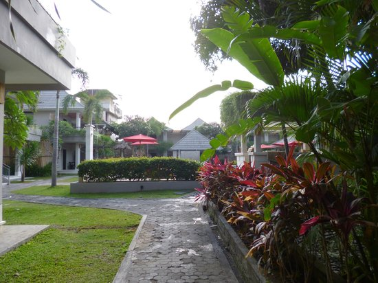Dewi Sri Hotel : Beautiful walkways